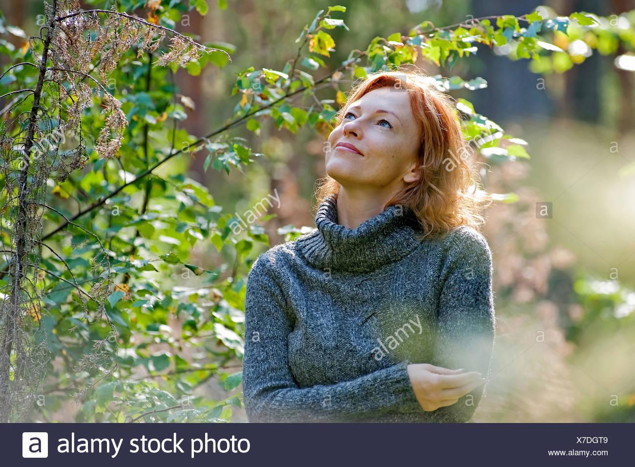 woman nature fashion beauty mature mode frau natur women adult