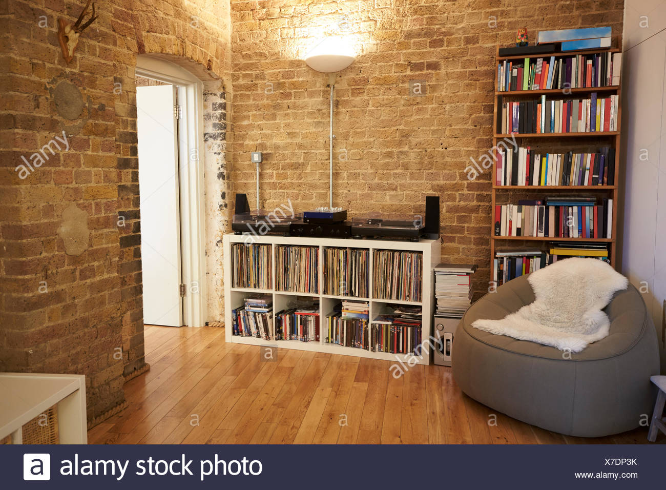 Close Up Of Record Decks And Audio Equipment In Apartment - Stock Image