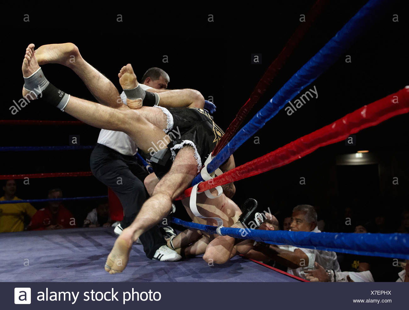 Atakan Arslan, right, versus Bakkar Barakat, Profi Thai and Kickboxing Gala, Koblenz, 13.10.2012, Koblenz, Rhineland-Palatinate - Stock Image