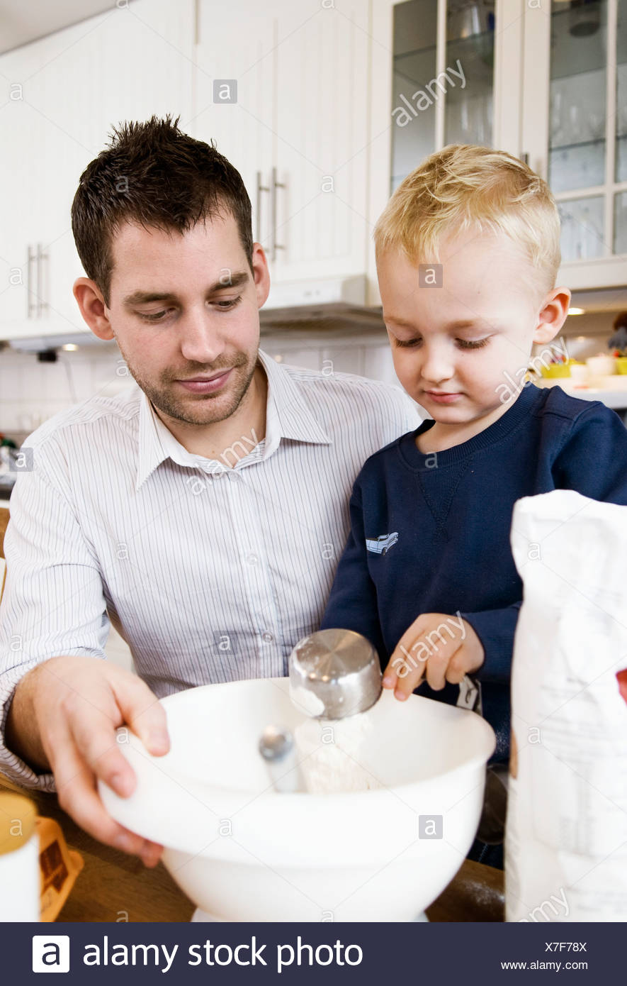Father and son baking - Stock Image