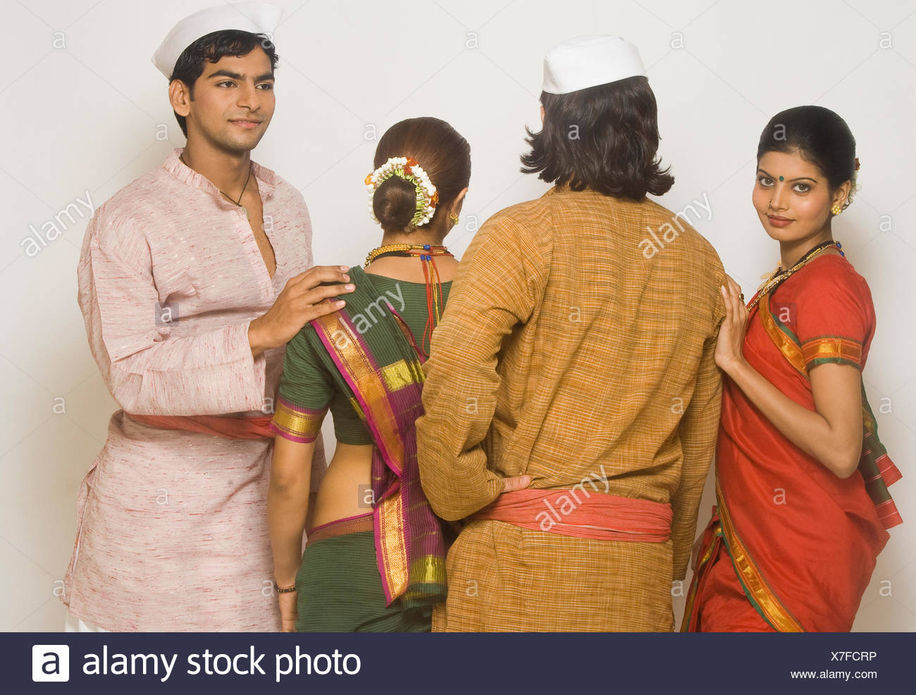 Folk dancers standing together in traditional Maharashtrian dress - Stock Image