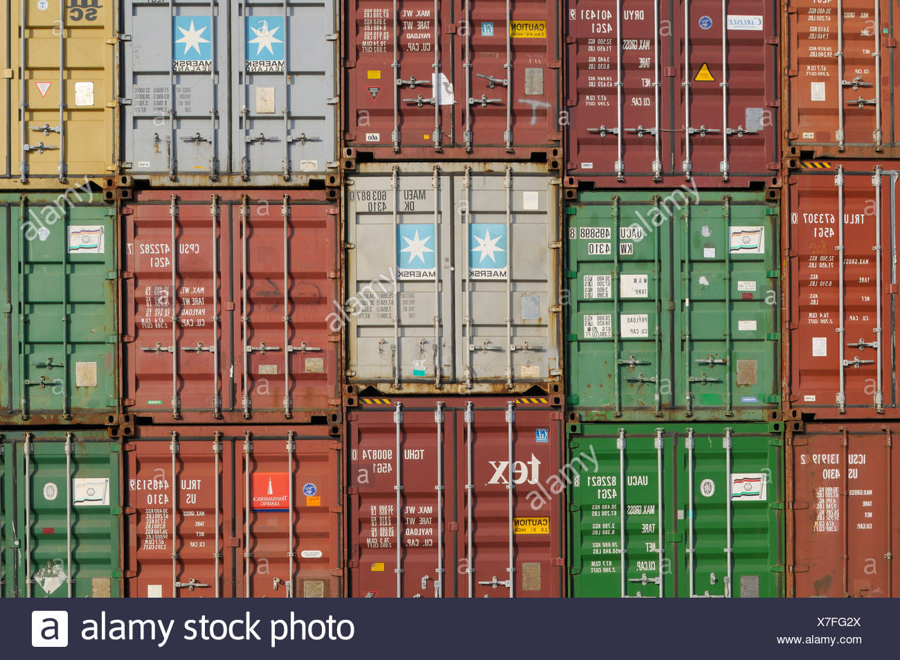 Various stacked containers, normal and high cube, overseas containers, format-filling - Stock Image