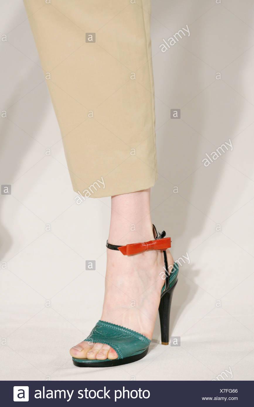 b32bb5f477de Chloe Paris Ready to Wear Spring Summer Model wearing beige cropped  trousers pale teal sandals black