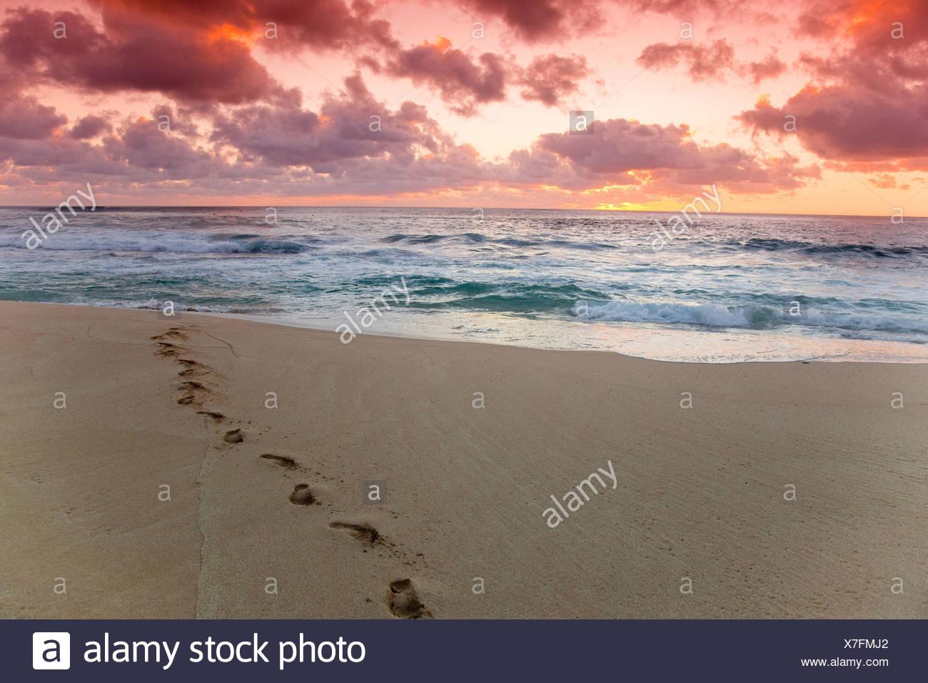 A red sky sunset over Sunset beach in Hawaii. - Stock Image
