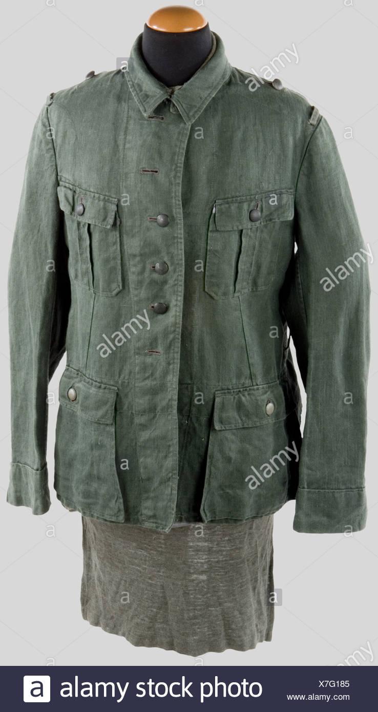 Wehrmacht, Veste treillis de la Heer, vert roseau à quatre poches, pattes de col et d'épaule absentes. Joint une rare chemise troupe., , Stock Photo