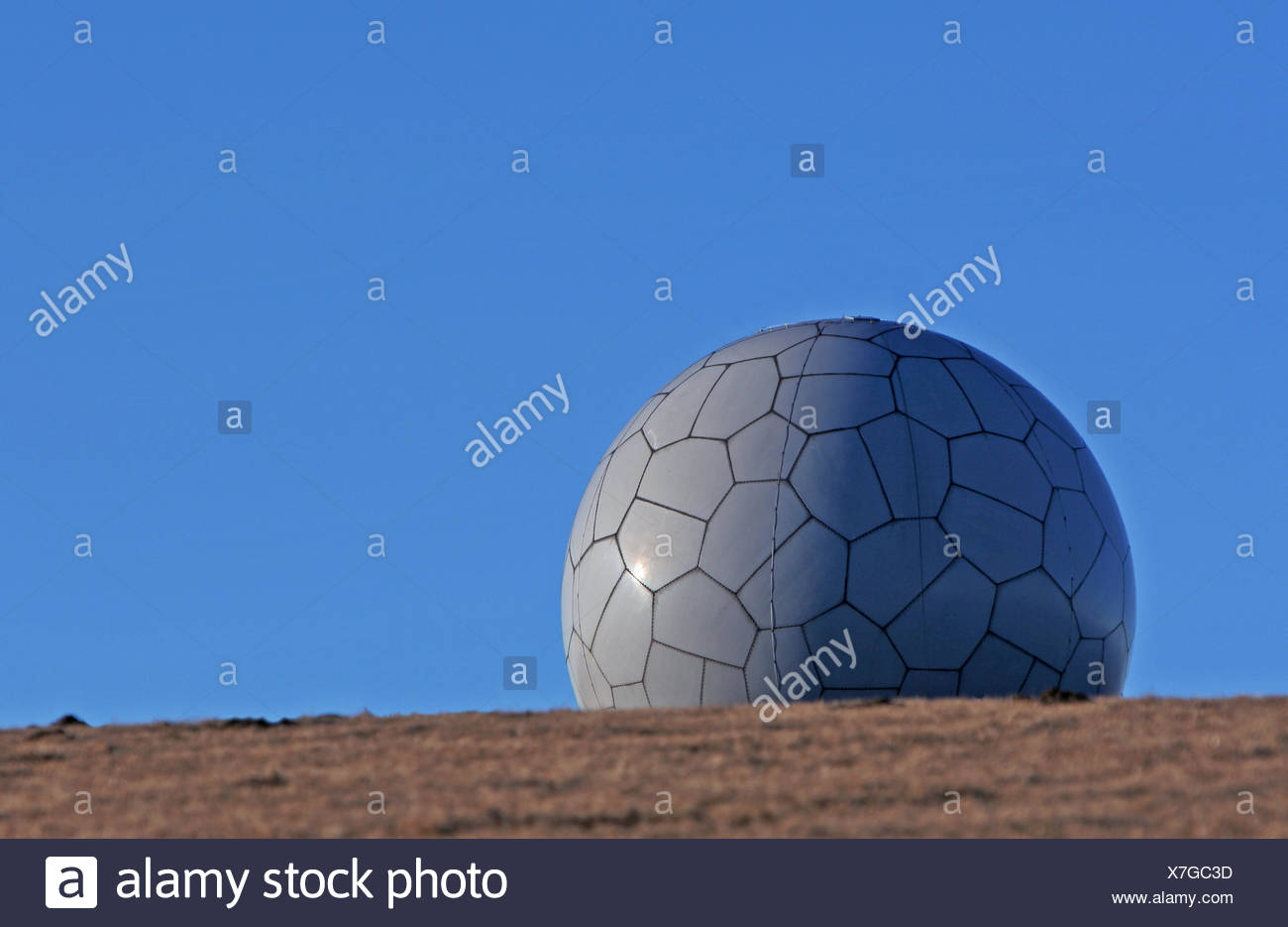 ball,rebus,complete,perfect,blauer himmel - Stock Image