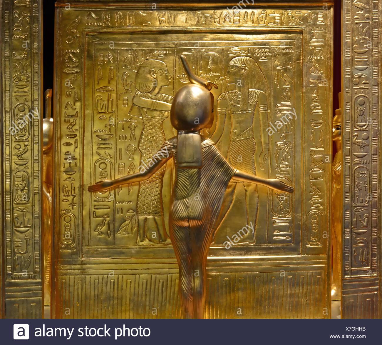 Tutankhamen Tutankhaten Tutankhamon Tutankhamun Tutankhamoun treasure Egypt ancient Egypt pharaoh king king tut gold wealth f - Stock Image