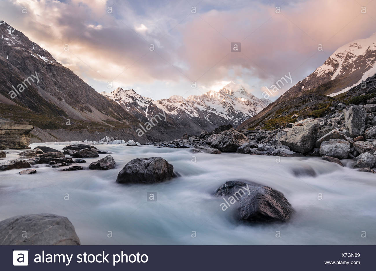 Hooker River, Hooker Valley, Rear Mount Cook, Mount Cook National Park, Southern Alps, Canterbury Region, Southland, New Zealand - Stock Image