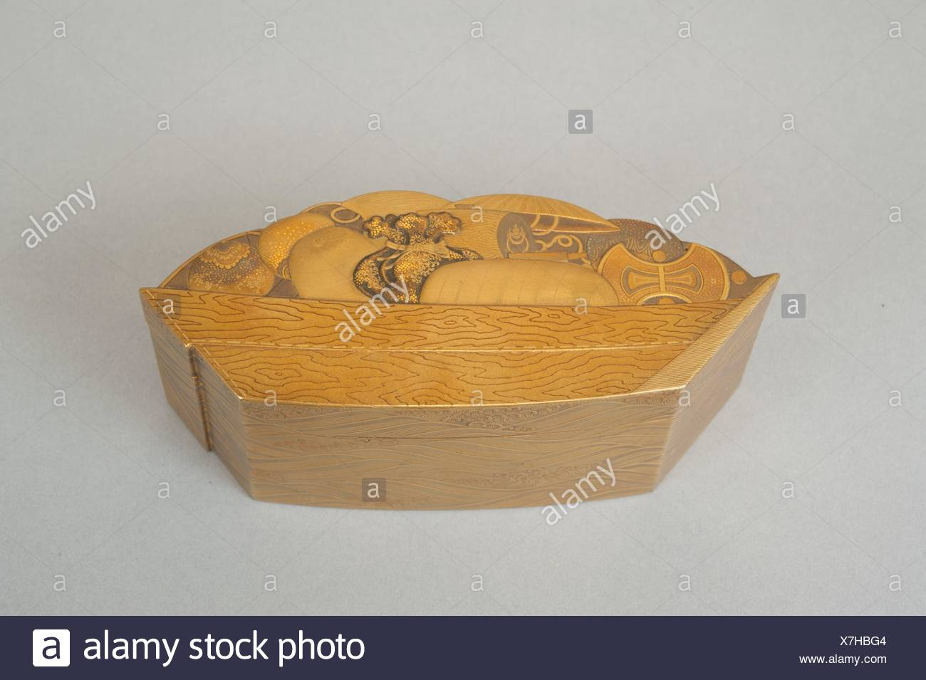 Treasure Boat-shaped Incense Box [Kogo]. Period: Edo period (1615-1868); Date: 17th century; Culture: Japan; Medium: Lacquered wood, gold and maki-e Stock Photo
