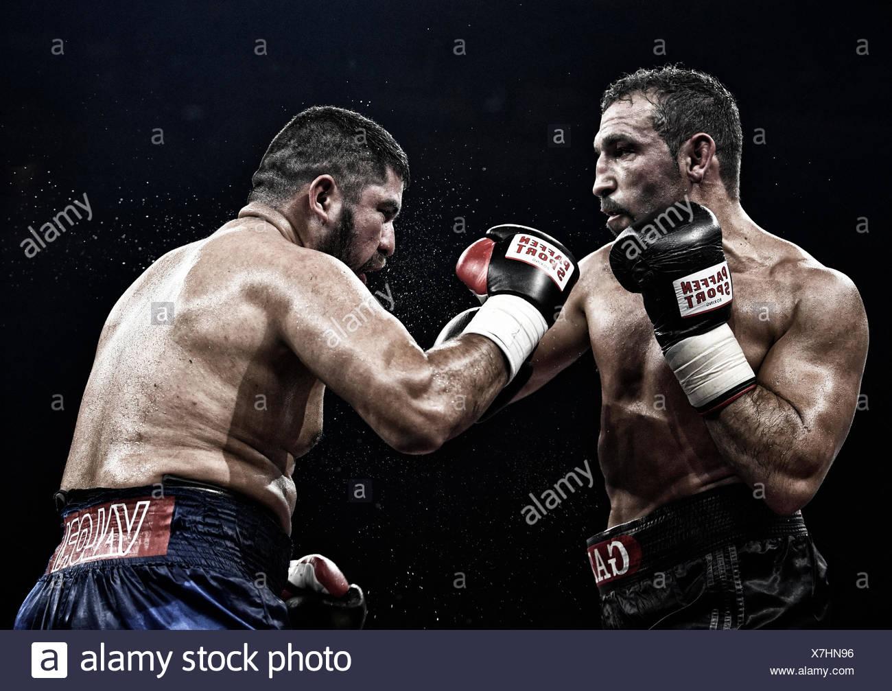 Boxing match, Firat Arslan, GBR, black trousers against Alejandro Emilio Valori, ARG, blue trousers, Hanns-Martin-Schleyer Halle - Stock Image