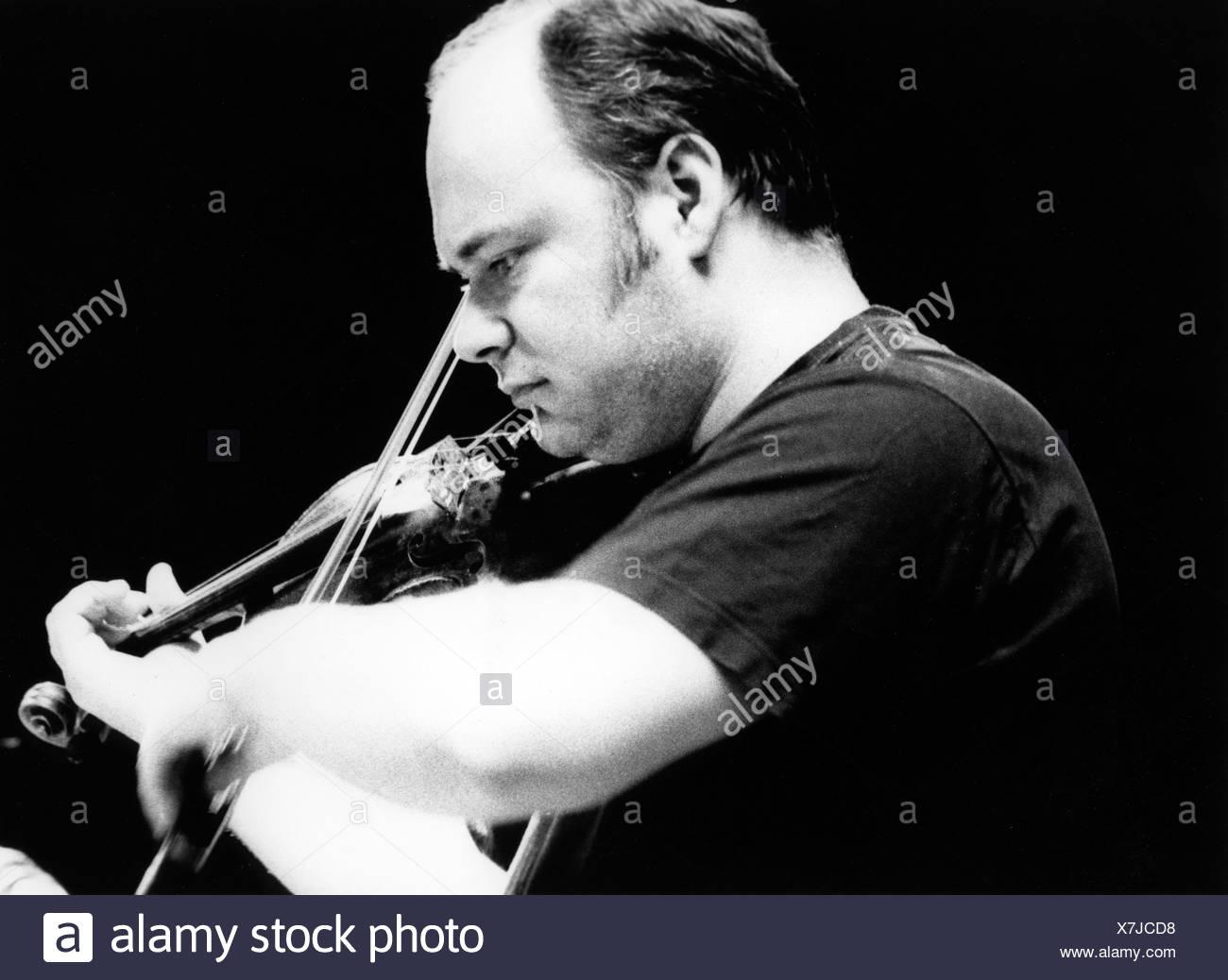 Balanescu, Alexander, Romanian musician (Jazz), half length, playing violin, live performance, Stuttgart 1995, Additional-Rights-Clearances-NA - Stock Image