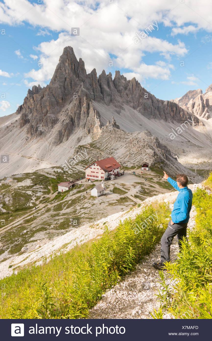 Hicker admire the Paterno Mount and Locatelli refuge. Sesto Dolomites, Trentino Alto Adige, Italy, Europe - Stock Image
