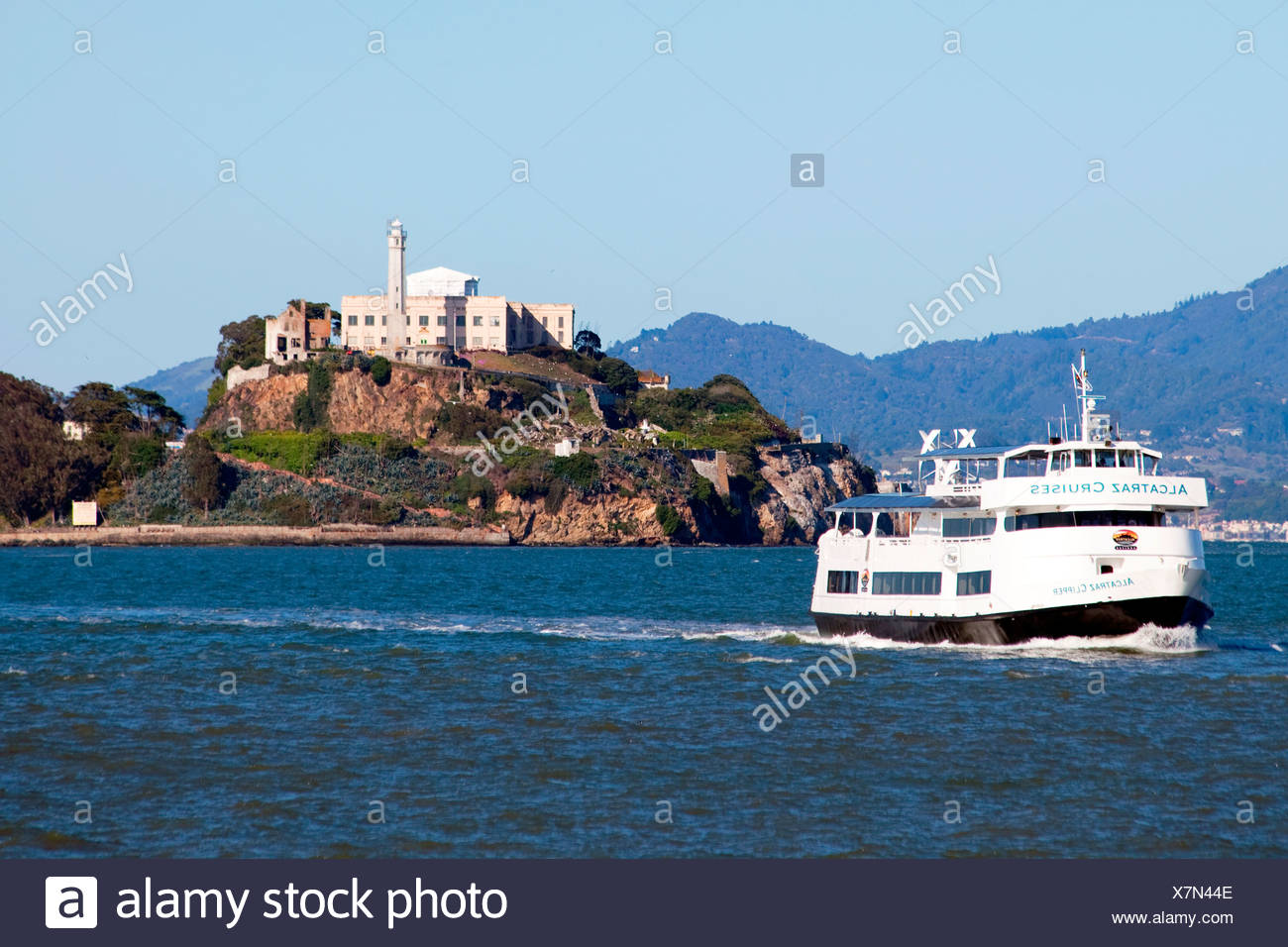 Alcatraz Cruises Ferry leaving Alcatraz Island for Pier 33 in San Francisco, CA - Stock Image