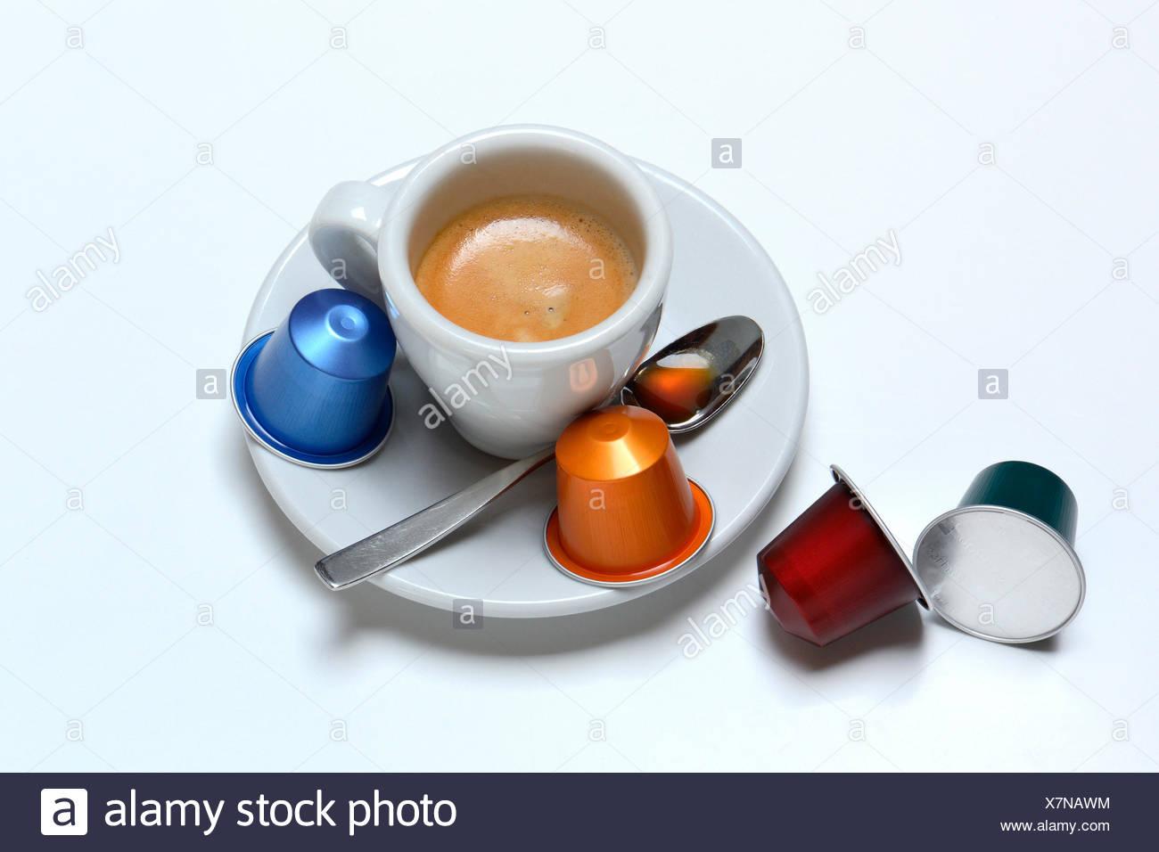 Kaffeekapseln Und Kaffeetasse Mit Espresso Stock Photo 280138032