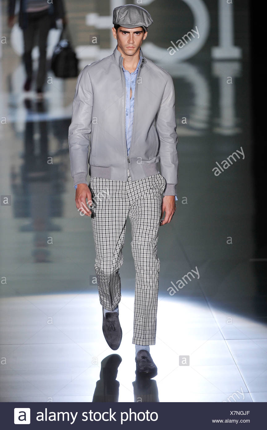 a962d2518824 Iceberg Milan Ready to Wear Spring Summer Model wearing black and white  checked trousers, light