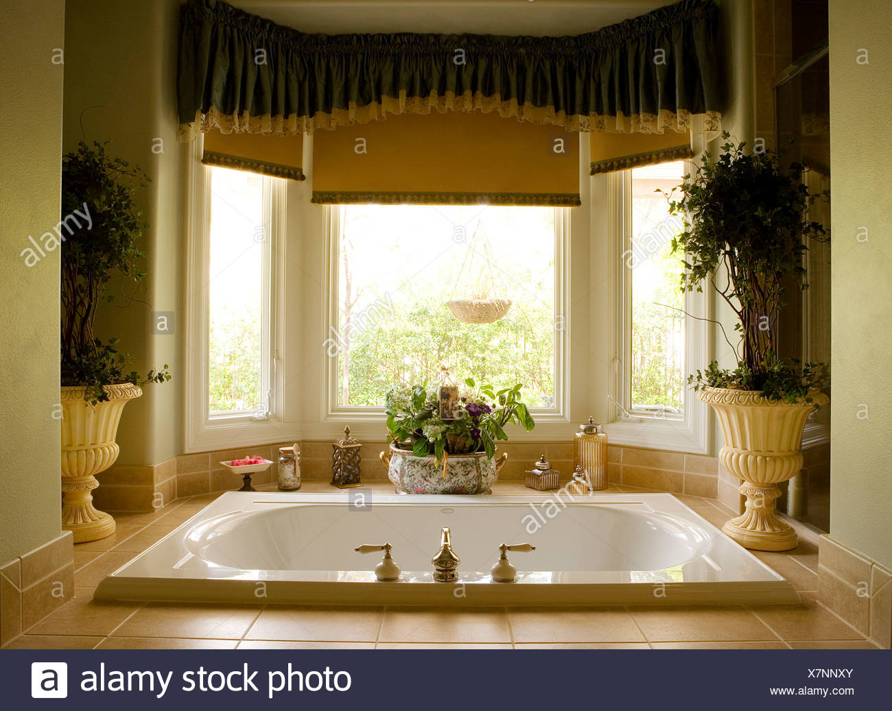 Large Jacuzzi Tub In Master Bathroom Stock Photo 280146691 Alamy