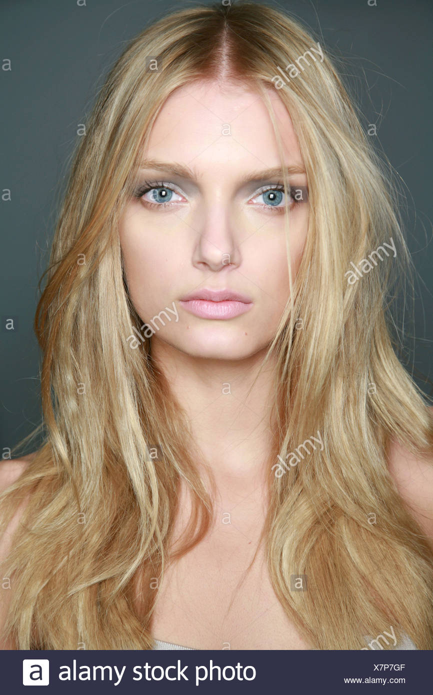 burberry milan backstage spring summer blonde female model with very