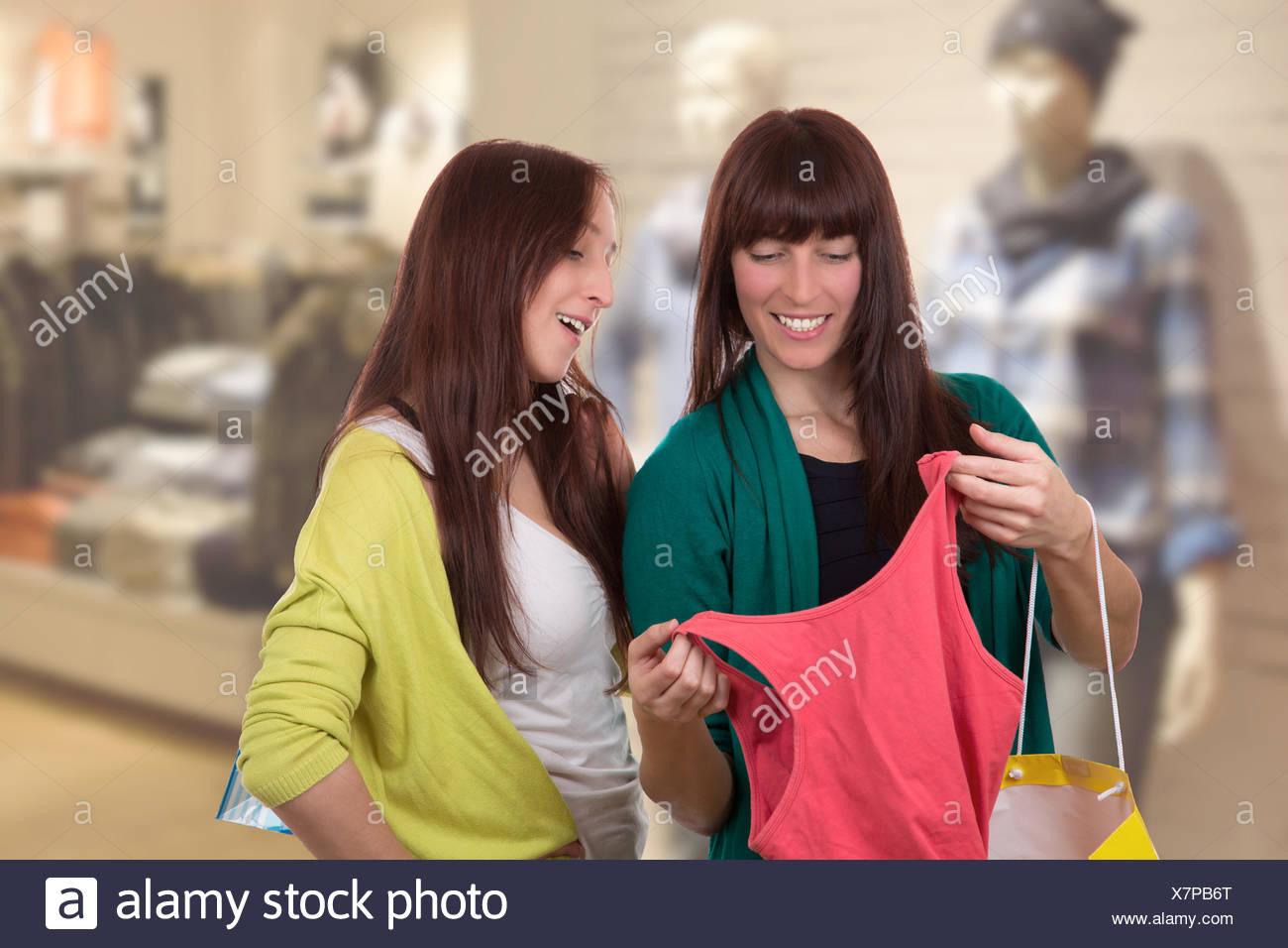 Frauen beim einkaufen kennenlernen