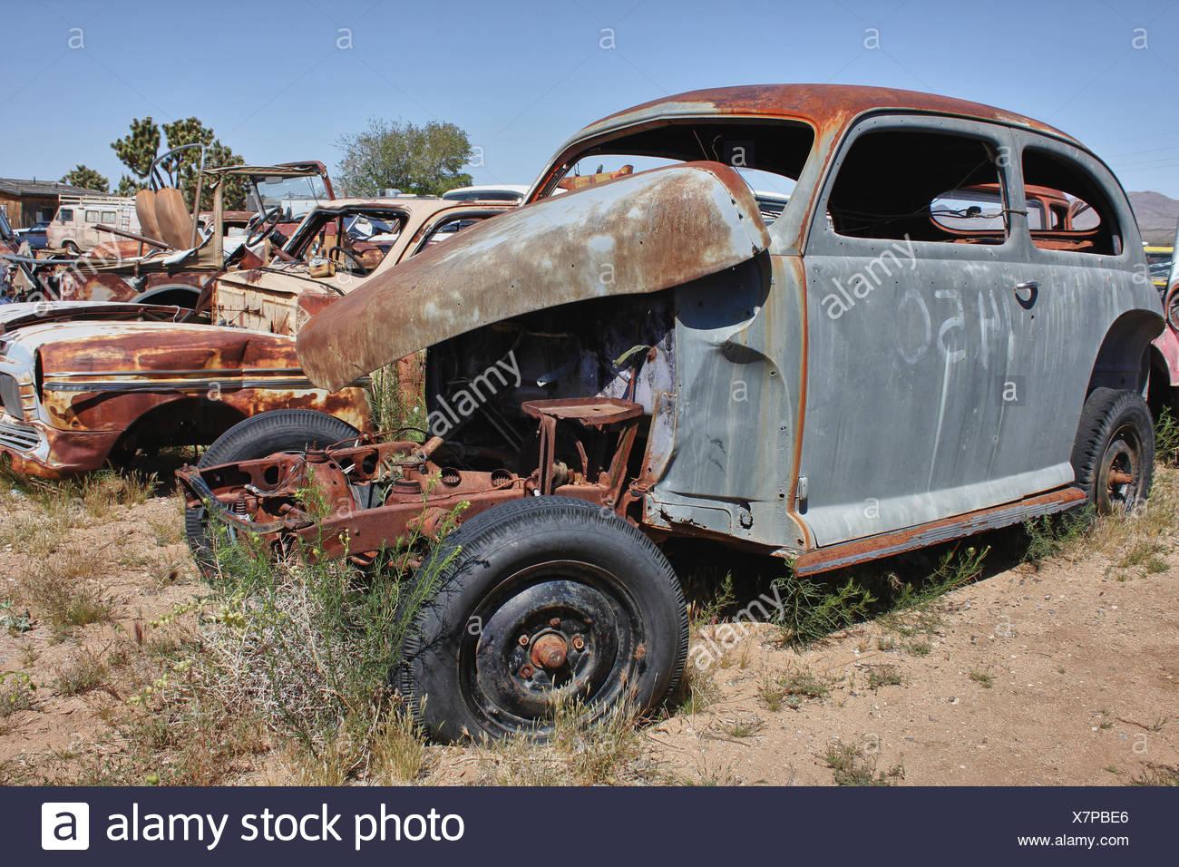altes rostiges Auto ohne Motor - Stock Image