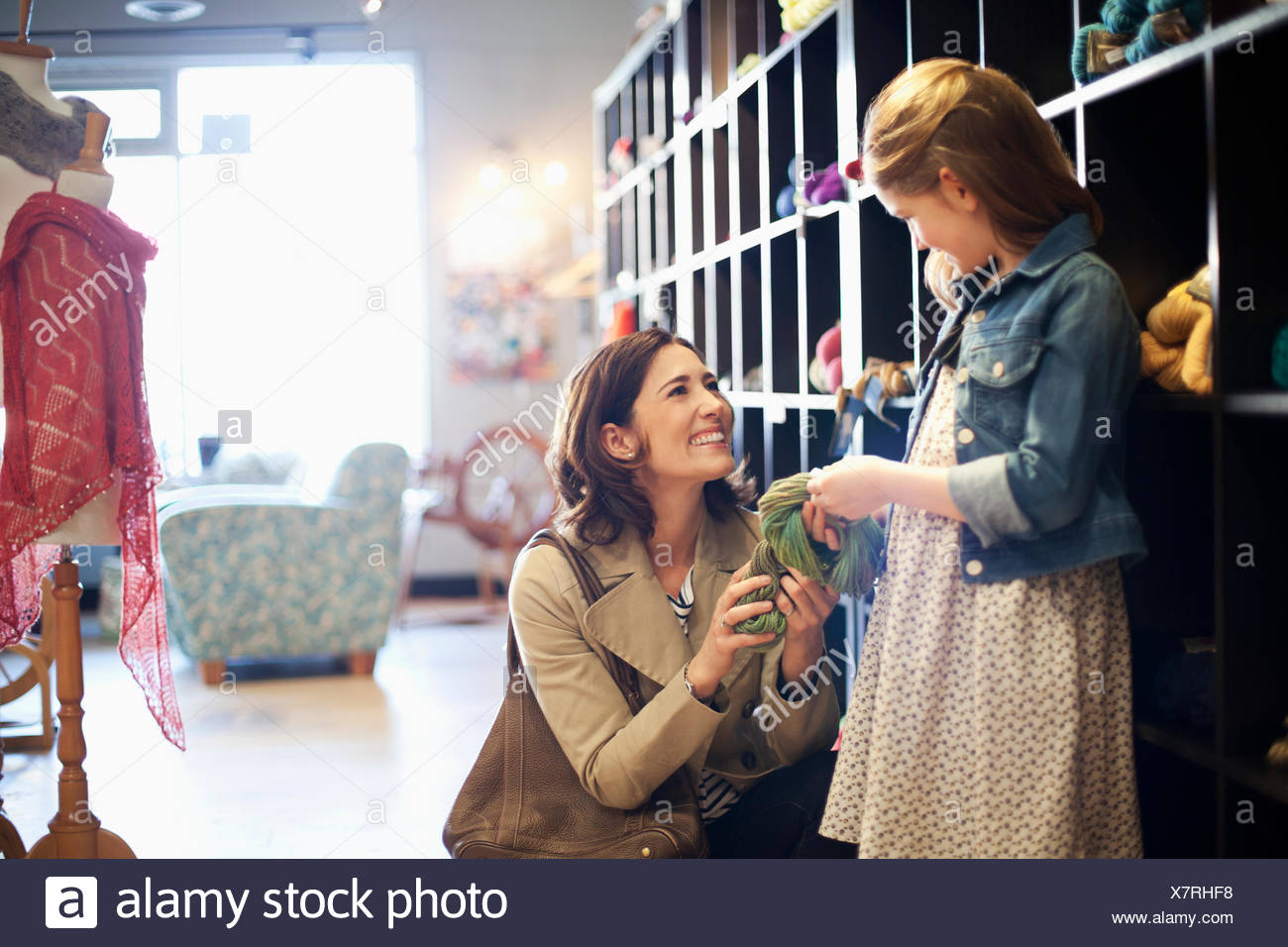 mom and daughter choosing yarn - Stock Image
