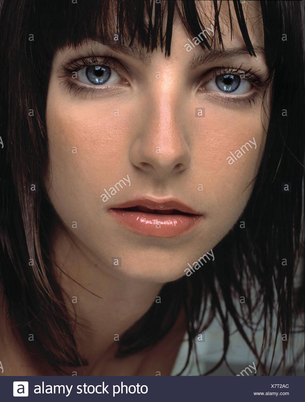 Female Straight Shoulder Length Wet Brunette Hair And Fringe Wearing