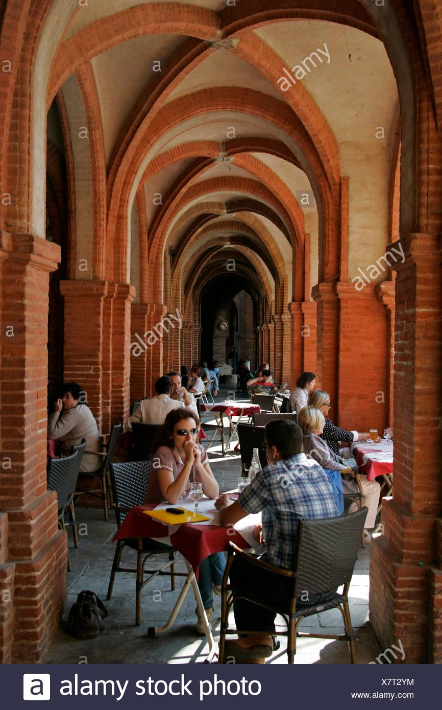 Arched courtyard cafe Place National Montauban France - Stock Image