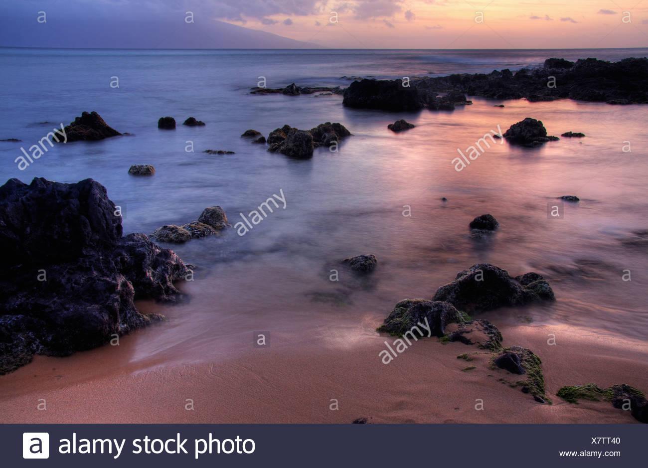Mixed hues and warm tones on the beach at sunset, Maui, Hawaii - Stock Image