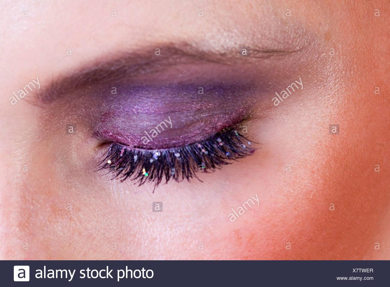 violett eye shadow - Stock Image