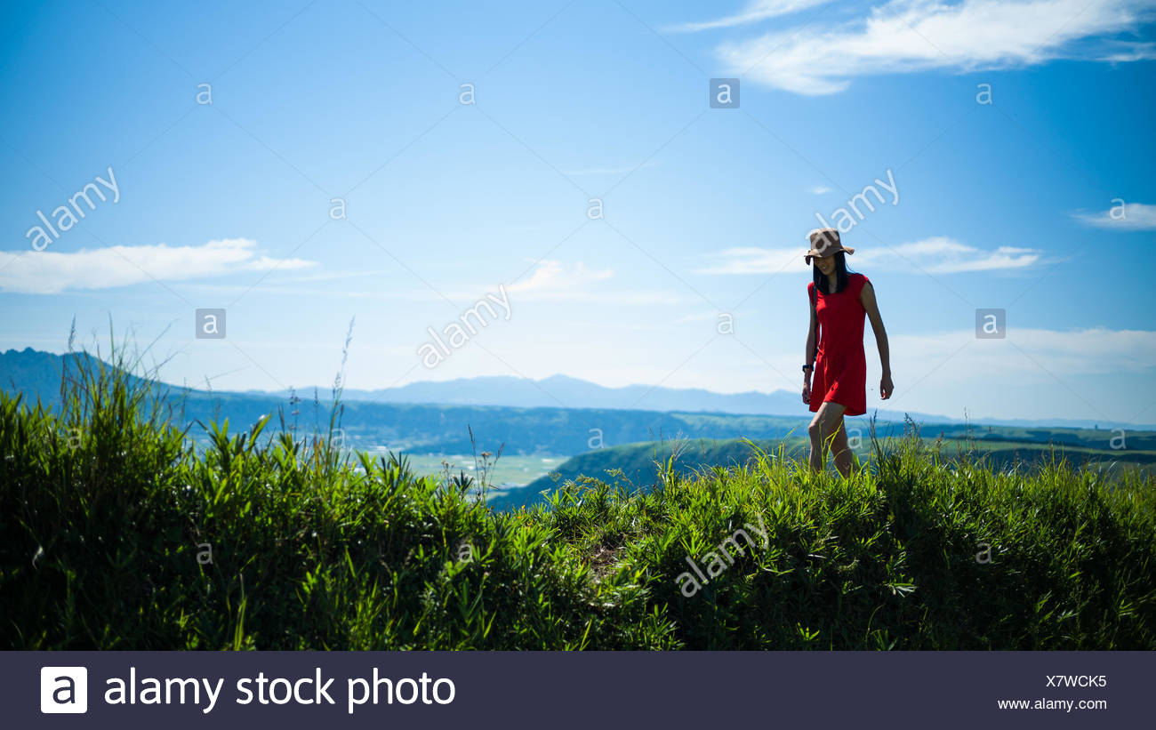 Woman hiking in mountains - Stock Image