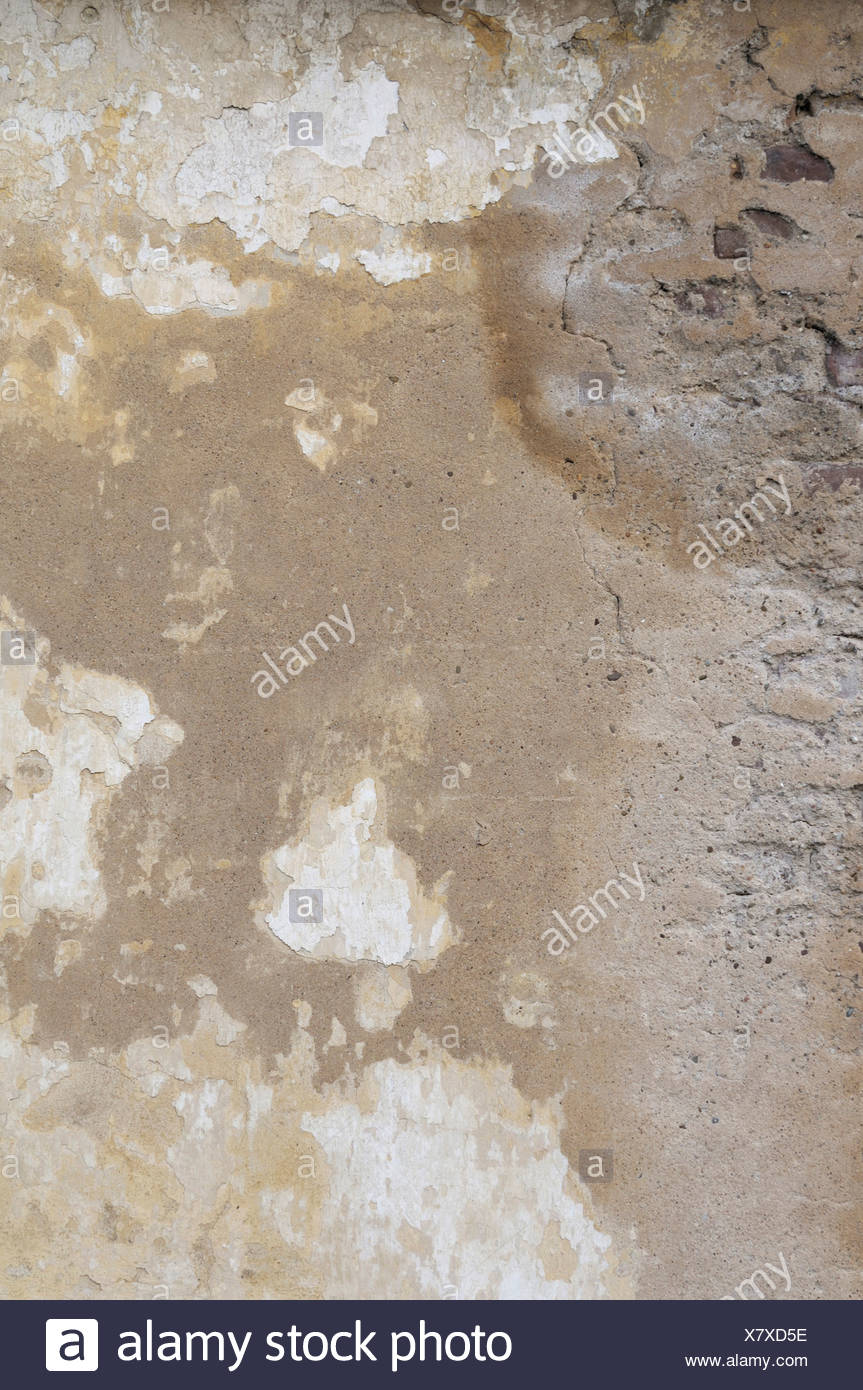Wall with water damage, water stains, crumbling plaster, background - Stock Image
