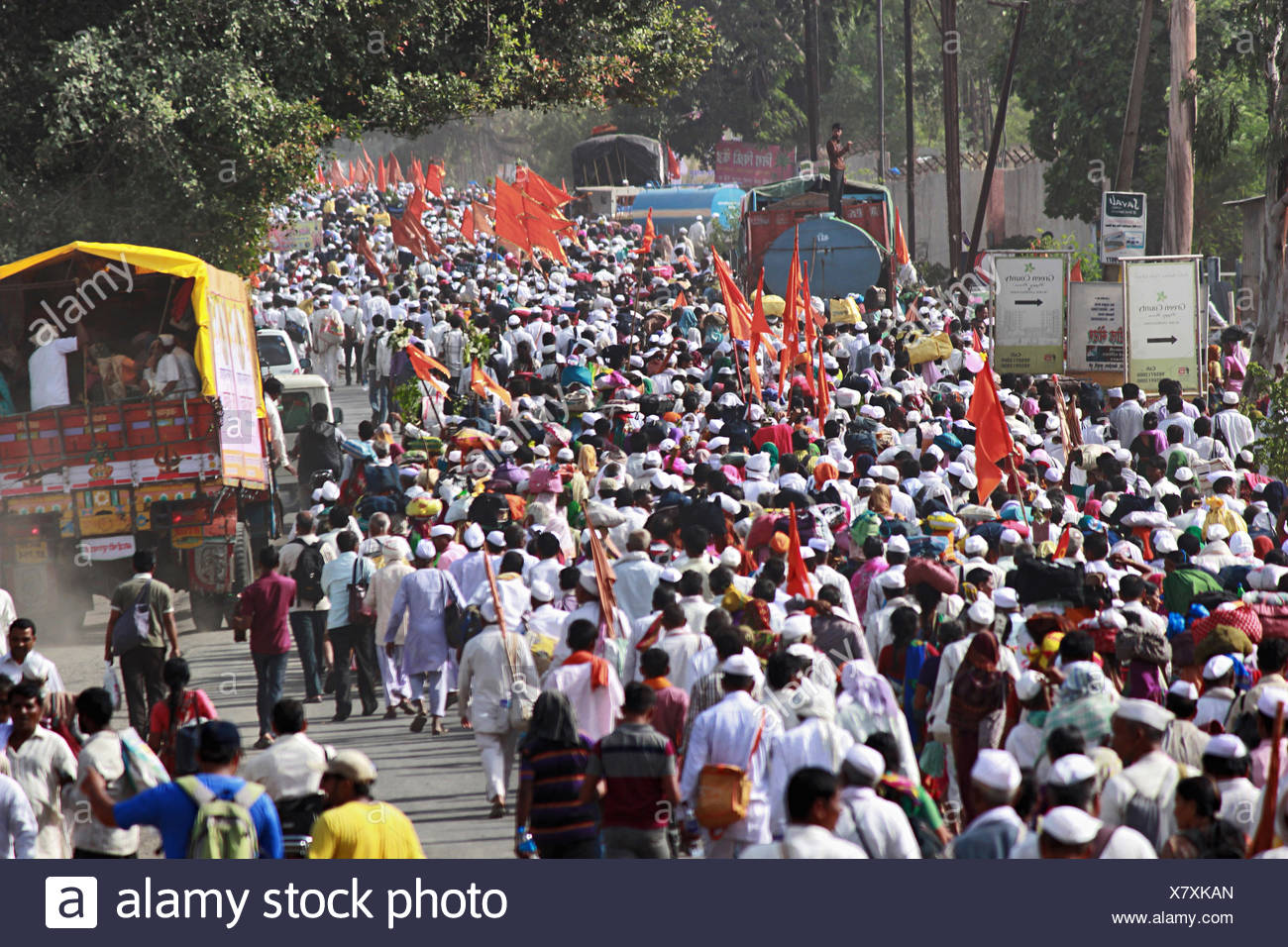 Procession of pilgrims or waris at Pandarpur yatra Stock Photo