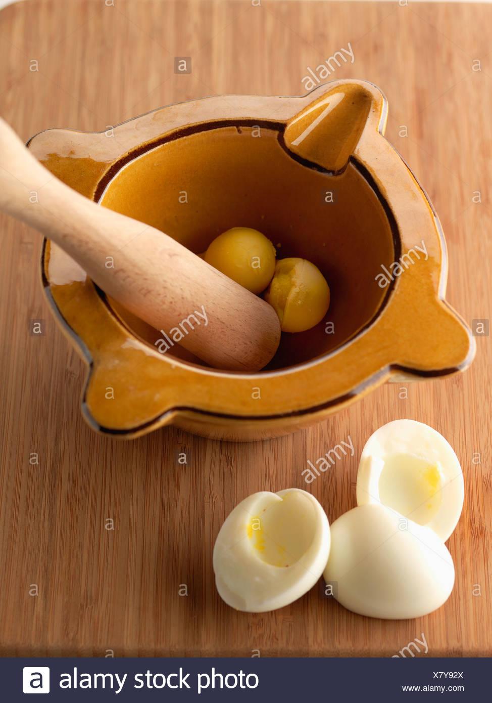 03a937eb9fa Crushing Egg Stock Photos & Crushing Egg Stock Images - Alamy