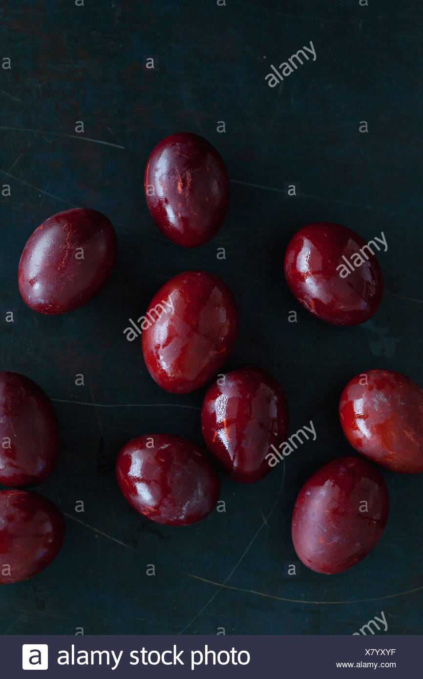 Naturally dyed Easter eggs using onion skins - Stock Image