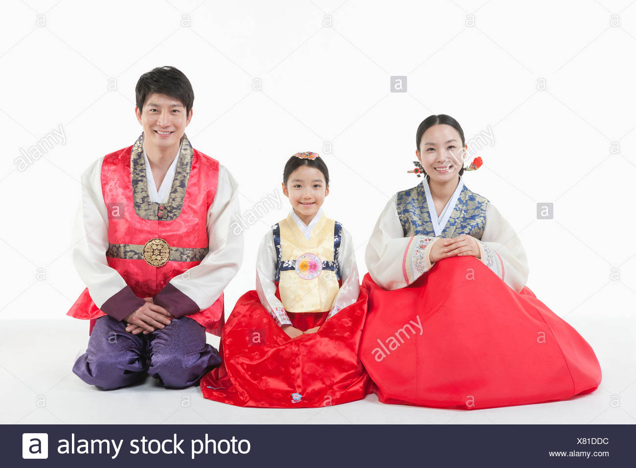 0858c1406 parents and a daughter in Hanbok sitting on a floor Stock Photo ...