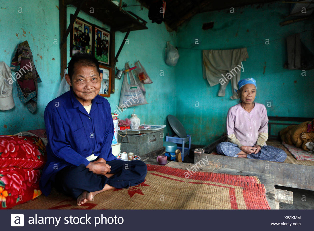 Quack Thi Thih, 71, and her husband, Quack Van Thui, 81, in their home almost completly destroyed by a flood, Lien Hoa, Hoa Bin Stock Photo