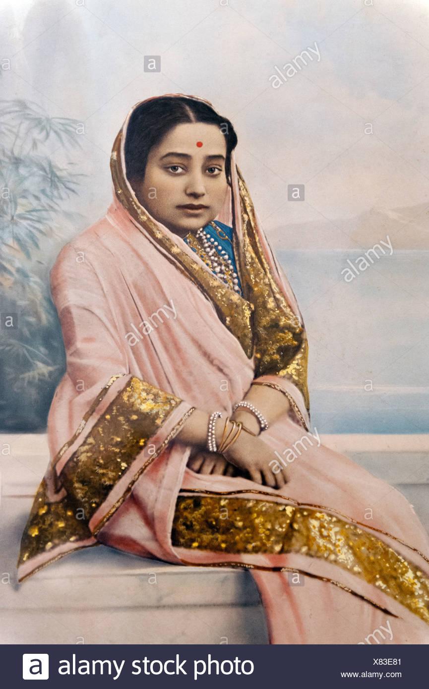 Old, hand-tinted photography of a seated Maharani, Scindia Dynasty, Jal Villas Palace, Gwalior, Madhya Pradesh, India, Asia - Stock Image