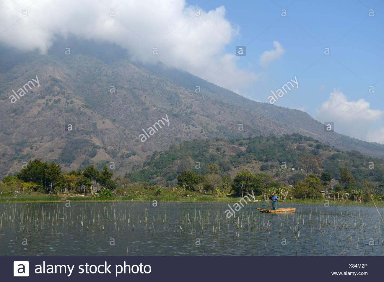 Central America, Guatemala, Lago de, Atitlan, lake, Santiago, boat, mountains, volcano, rim of fire, landscape, fisherman, Solol - Stock Image