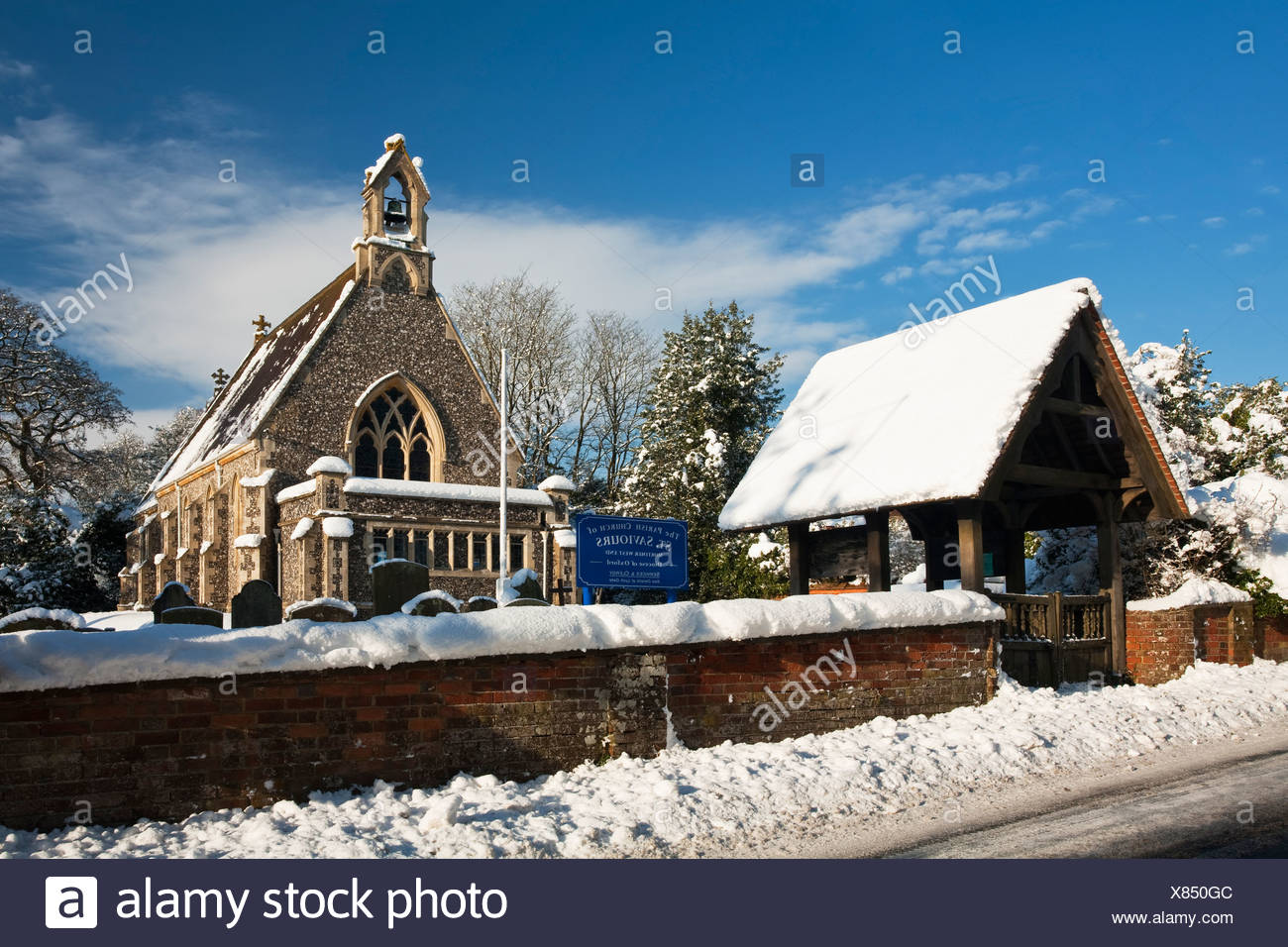 St Saviours Church in the snow, Mortimer West End, Reading, Berkshire, Uk Stock Photo