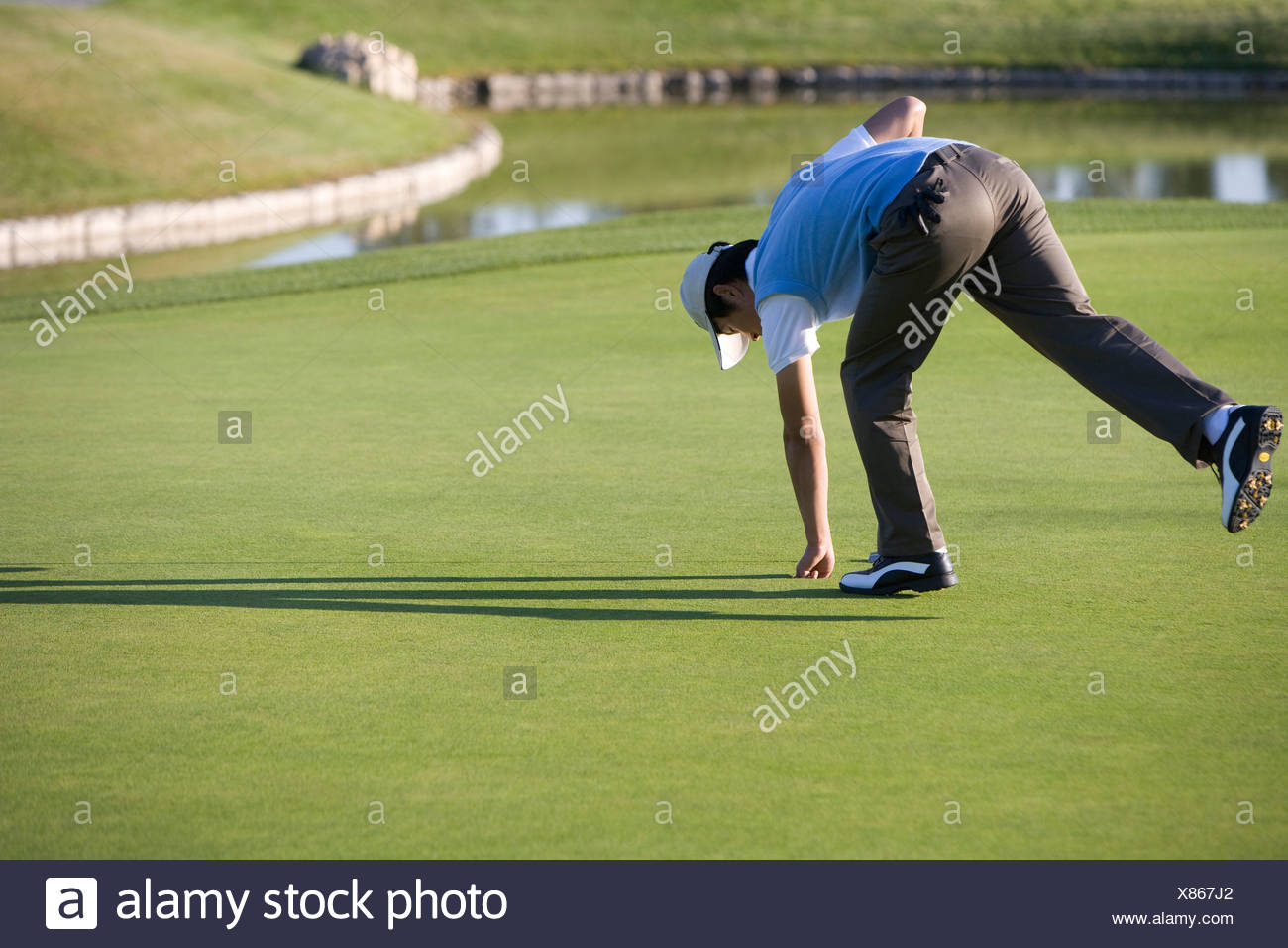 Man Playing Golf Picking Up Stock Photos Amp Man Playing
