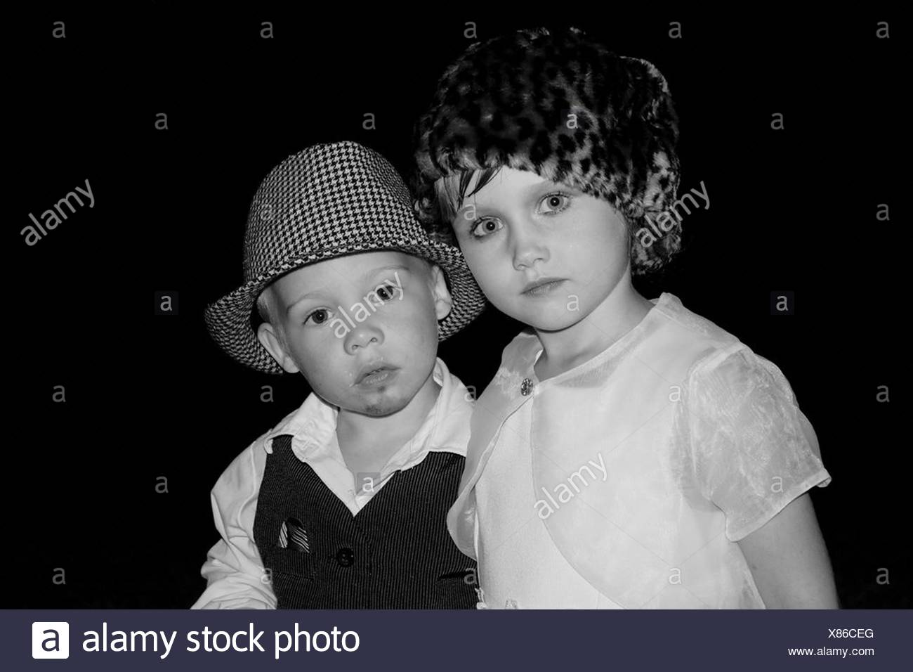 Boy and girl dressed up as couple - Stock Image