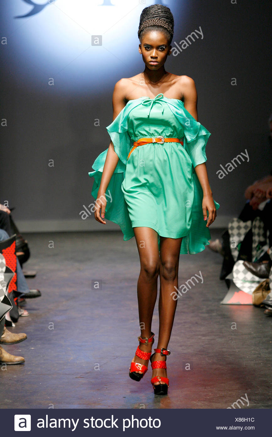 Green Minidress Stock Photos Images Alamy Ppq London Ready To Wear Spring Summer A Mint Off The Shoulder Flowing Satin