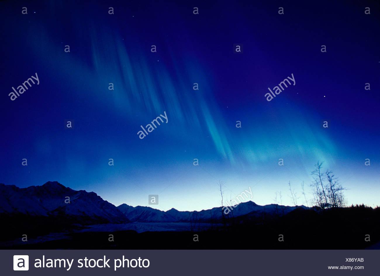 Green Aurora at Twilight Over Chugach Mtns Glen Highway AK - Stock Image