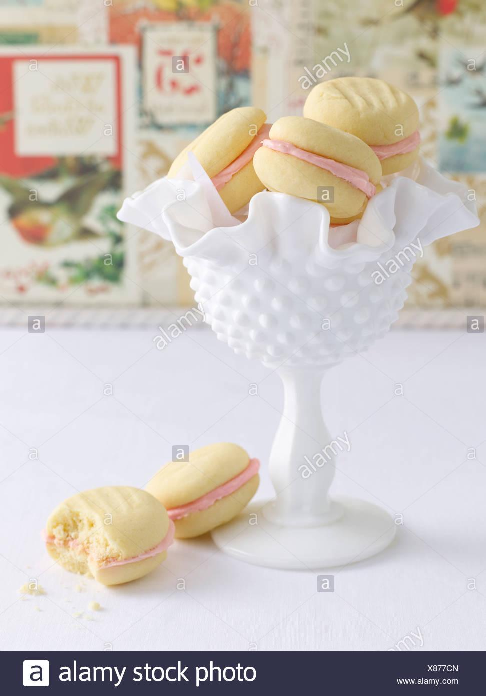 Bowl of macaroon cookies - Stock Image