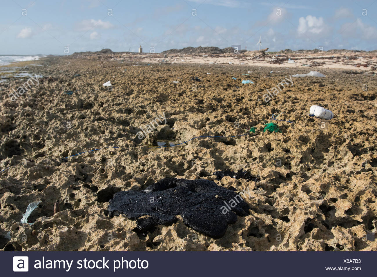 Crude oil along the east coast of Bonaire after a nearby oil spill in Trinidad. - Stock Image