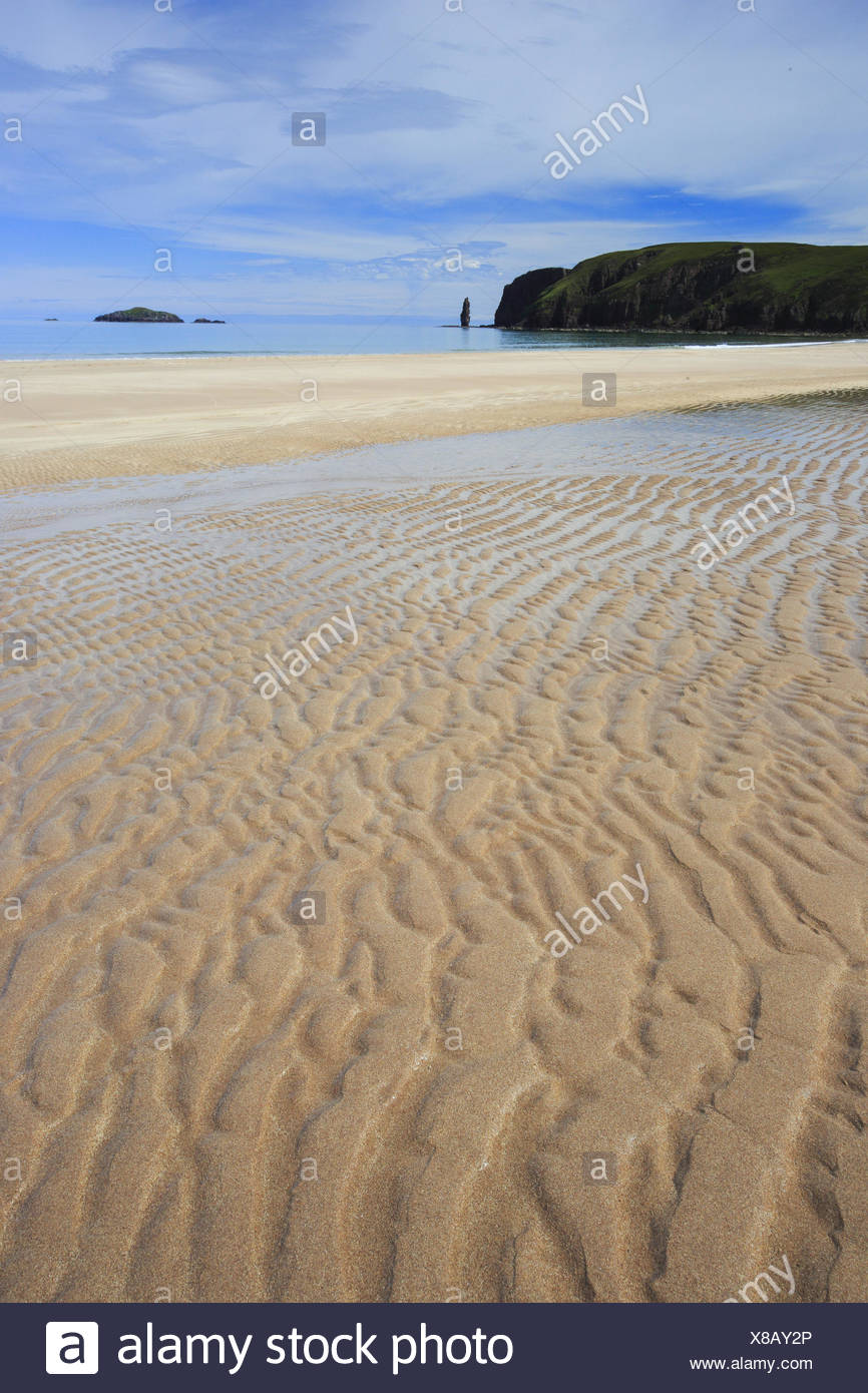 sandy beach of the Sandwood Bay at the nothern coast of Scotland, United Kingdom, Scotland, Sutherland - Stock Image