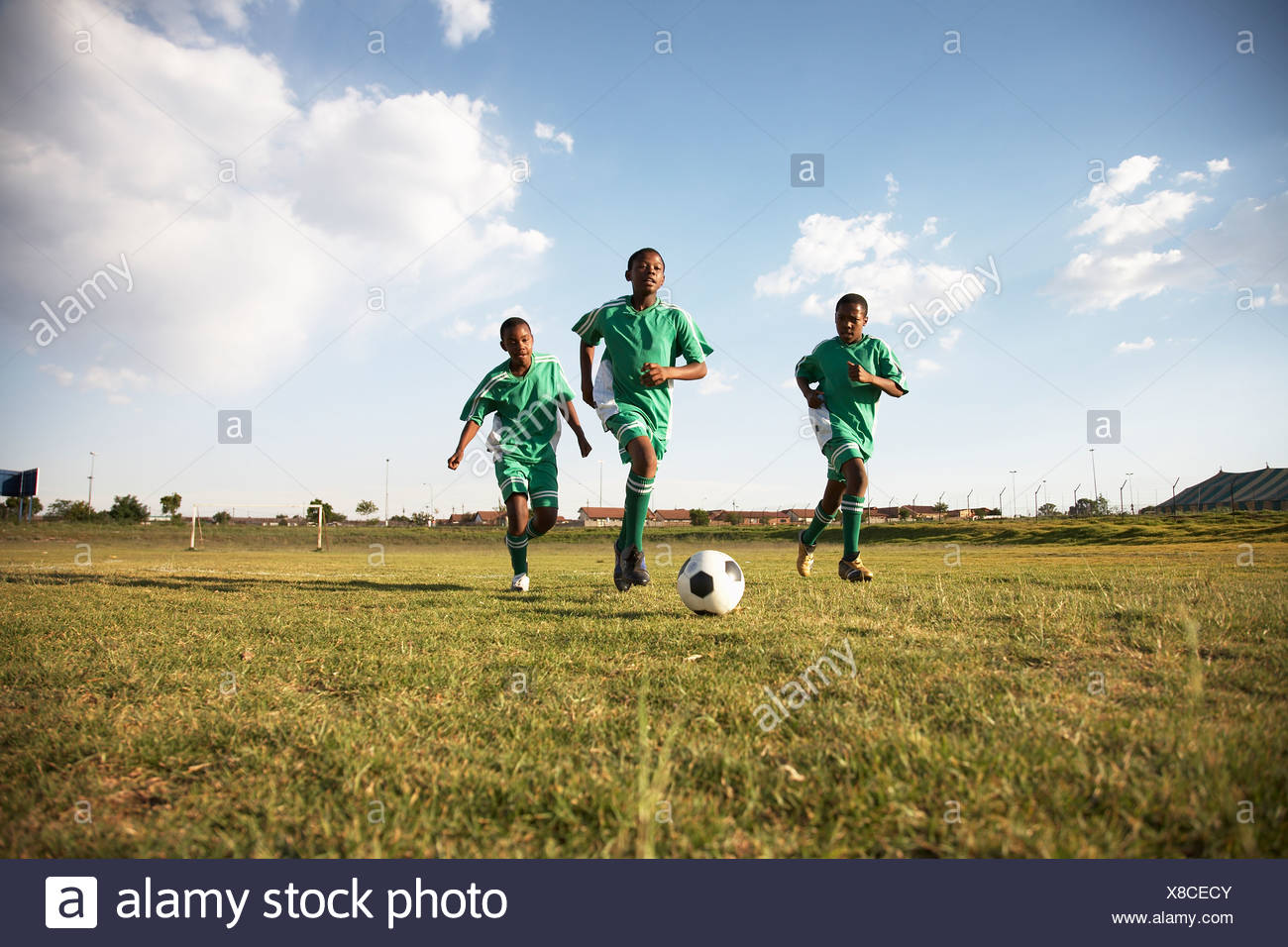 13MA-039 © Monkeyapple  aFRIKA Collection  Great Stock !  Young team playing soccer - Stock Image