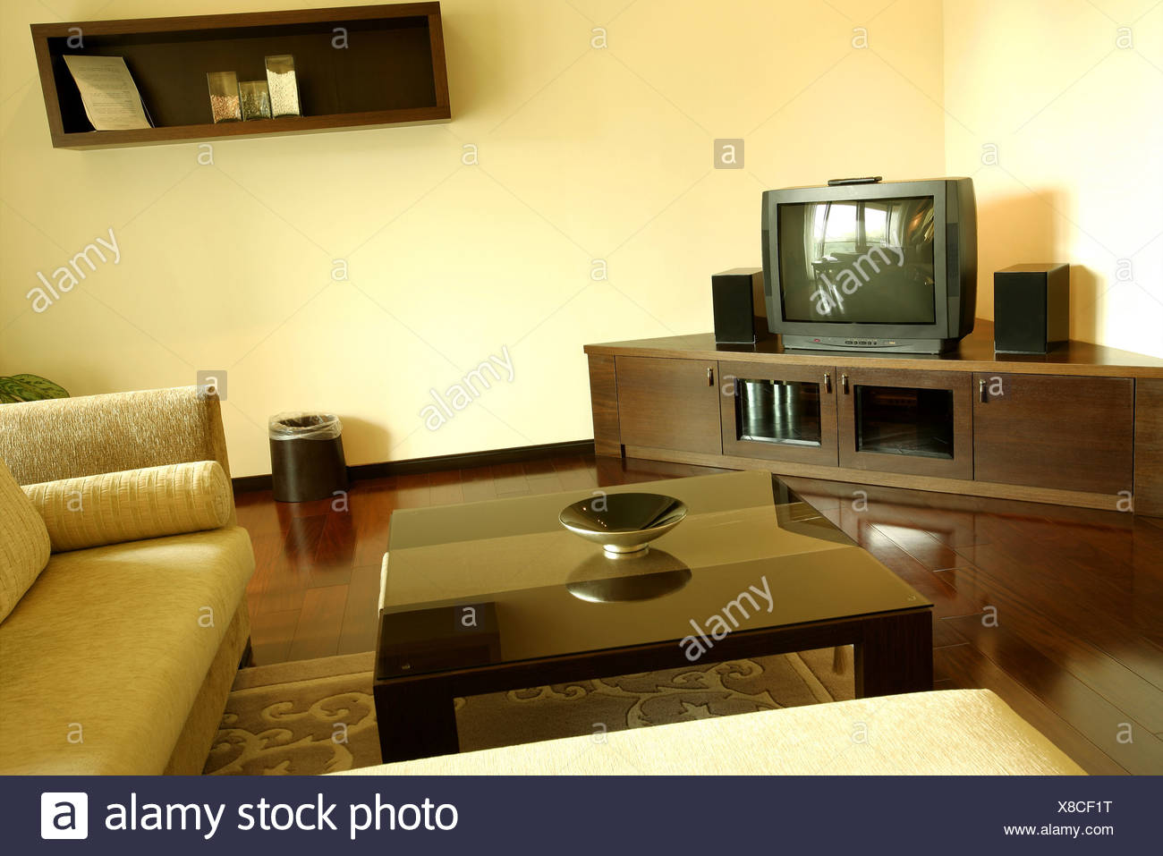 Tv Chest Stock Photos & Tv Chest Stock Images - Alamy