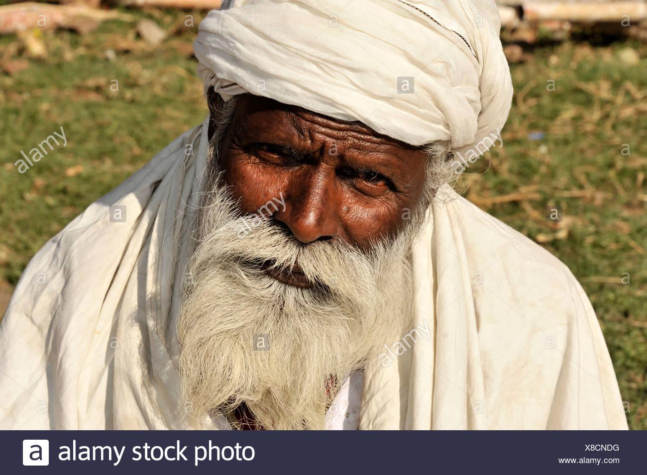 Old Nepali man, thoughtful, observant, portrait, Kathmandu, Kathmandu Valley, Nepal, Asia - Stock Image