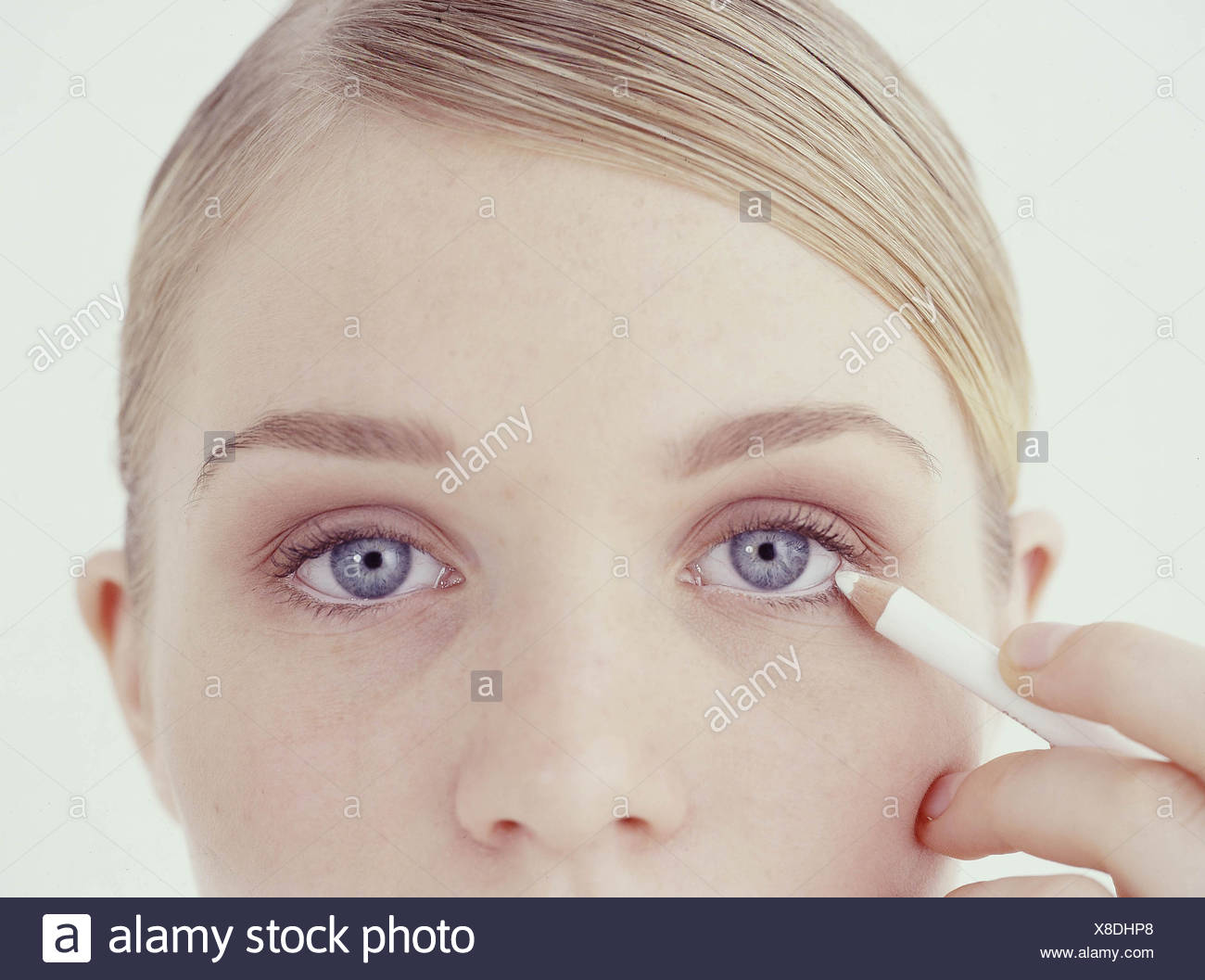 Incredible eyes Step by step to making small eyes look bigger Draw a