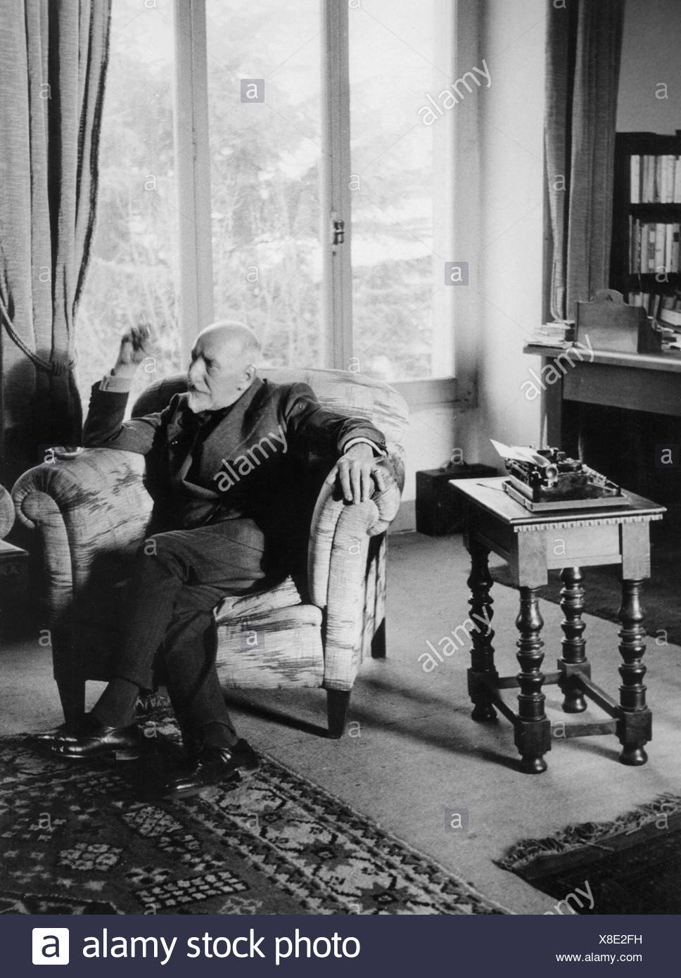 Pirandello, Luigi, 28.6.1867 - 10.12.1936, Italian author / writer (poet), full length, in his working room, 1930s, Additional-Rights-Clearances-NA - Stock Image
